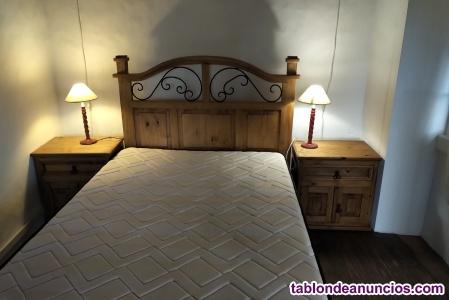 Muy bonita cama de madera con colchón