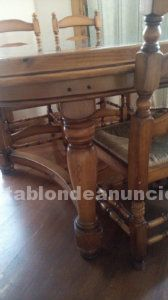 Mesa de madera ovalada con marmol