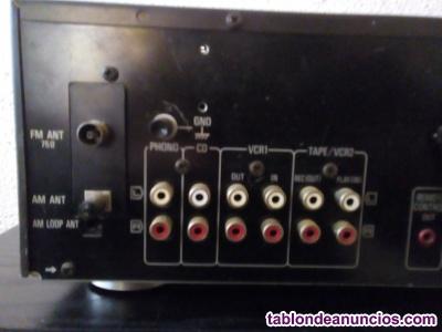 Amplificador con altavoces y plato