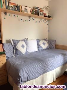 Cama 1,05 con colchón, cama 0,80 con colchón, mesilla con