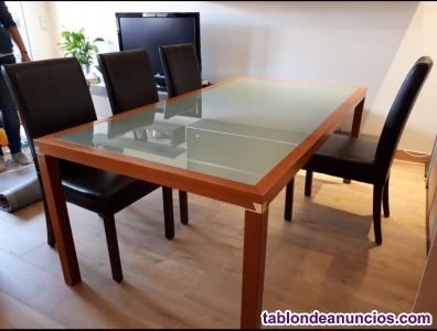 Mesa de comedor de madera y cristal