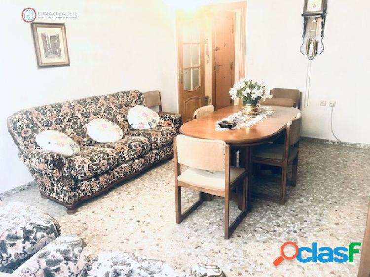 API LUNA AB vende piso en zona Altozano con garaje
