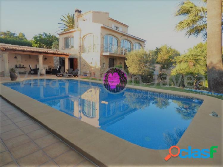 Acogedor chalet de estilo Mediterráneo en venta en Javea