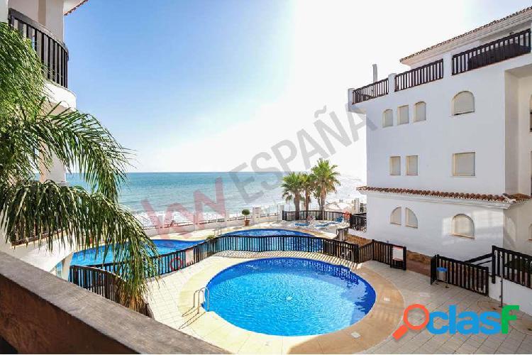Apartamento en primera linea de playa de Calahonda con vista
