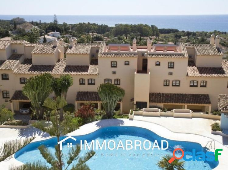 Apartamento en venta en Marbella con 2 dormitorios y 2
