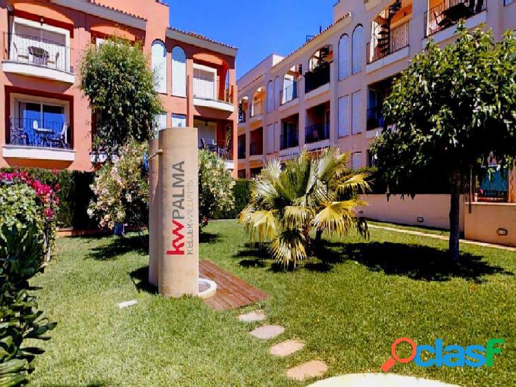 Atractivo piso con vistas a piscina y jardin