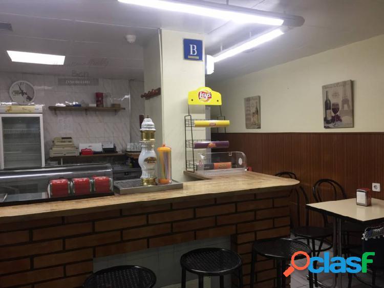 Bar completamente equipado en Las Galerías de Rubí