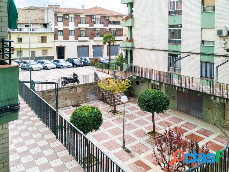 Bonito piso, amplio y luminoso, situado en el centro de