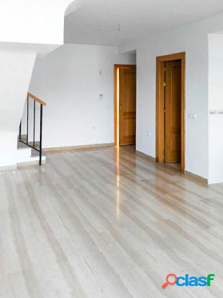 Bonito piso, tipo dúplex, con garaje y trastero, en el