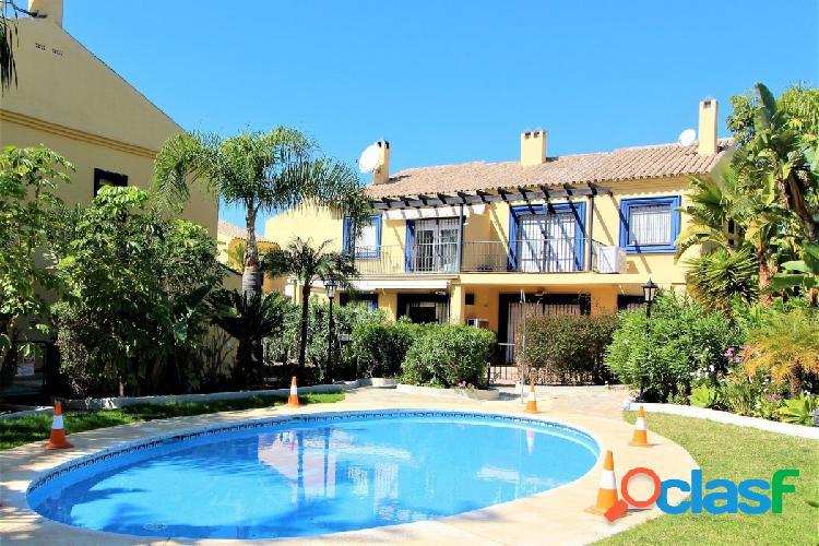 Casa adosada de 4 habitaciones en Marbella