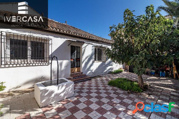Casa en una sola planta en el centro de Huétor Vega.