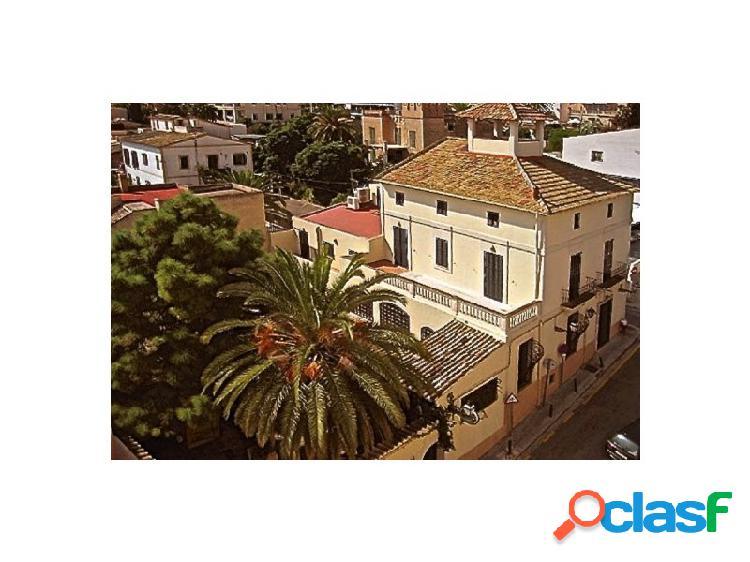 Casa señorial mallorquina con vistas a la bahía de Palma