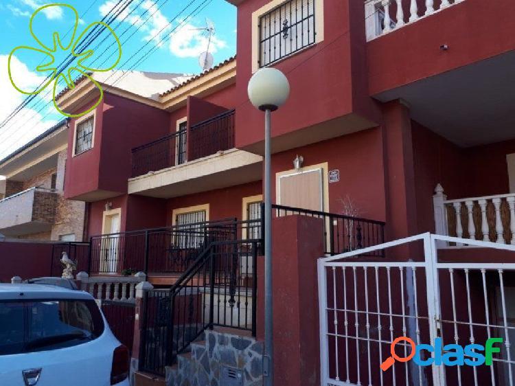 Chalet adosado en venta en calle Hermanos Álvarez Quintero,