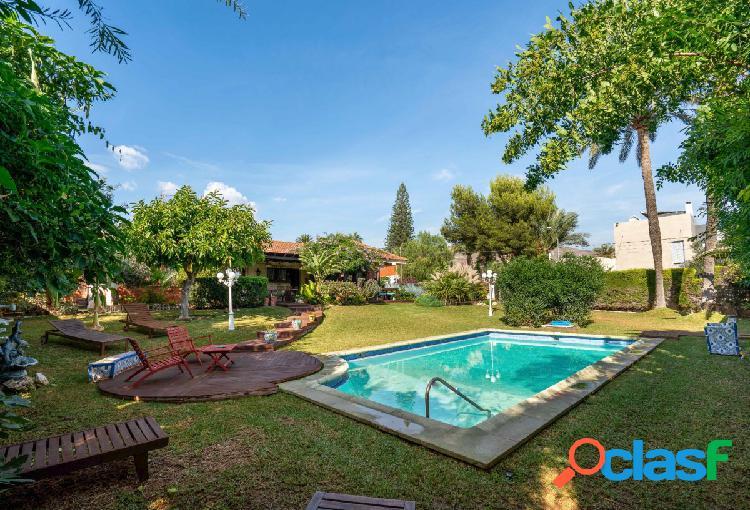 Chalet independiente con jardín y piscina en Aguadulce Sur