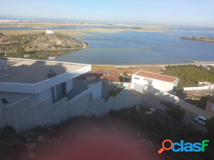 Construye la casa de tus sueños con vistas al mar y a la