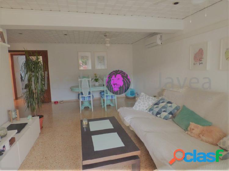 En venta apartamento de cuatro dormitorios en Denia
