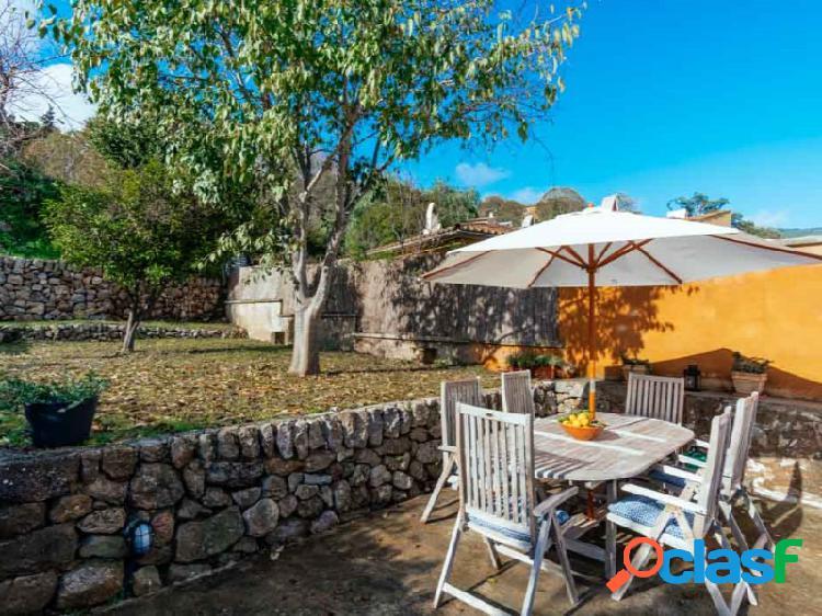 Encantadora Casa de Pueblo en Esporles con Patio y Jardin