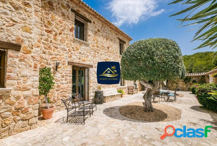 Encantadora Finca Mediterránea En Venta en JAVEA | 7 dorm