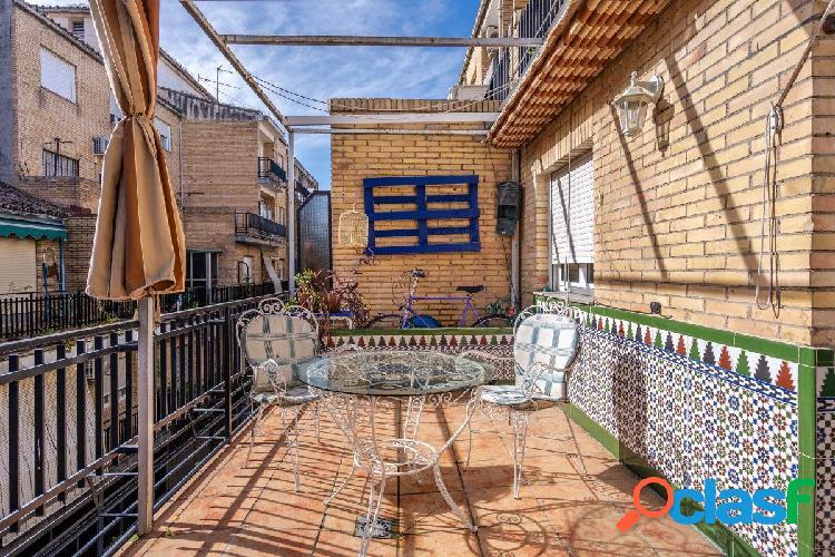 Estupendo piso con una gran terraza en zona del Camino de