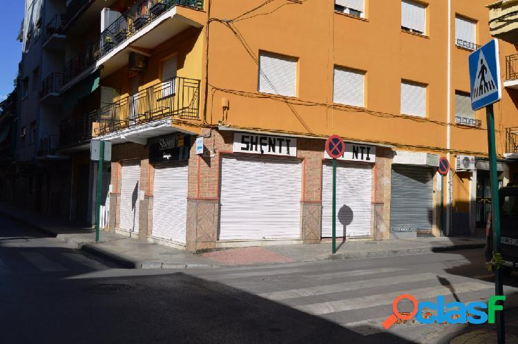 Local comercial en calle Óscar Romero, junto Avenida de