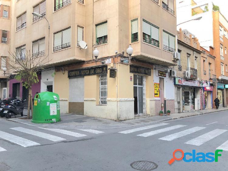 Local en esquina calle Padre Mariana - Pintor Velazquez