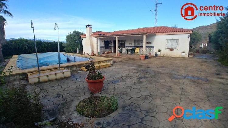 Magnífico Chalet con jardín y piscina en una sola planta