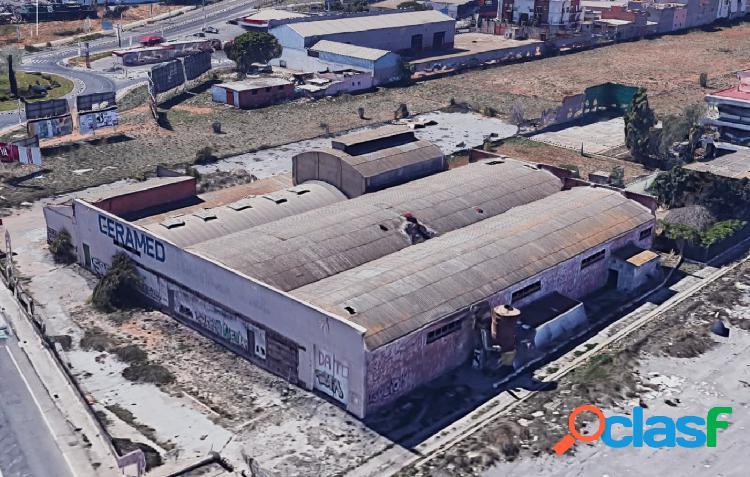 NAVE INDUSTRIAL DE 2.900 M² CONSTRUIDOS EN UNA PARCELA DE