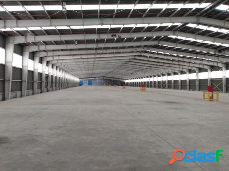 Nave Industrial de 10.000 m2 diáfana + oficinas a 10