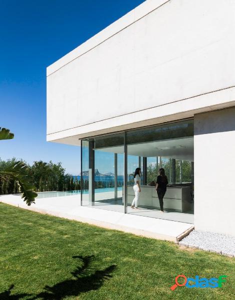 Nueva construccion ultra moderna con vistas al mar a 50m de