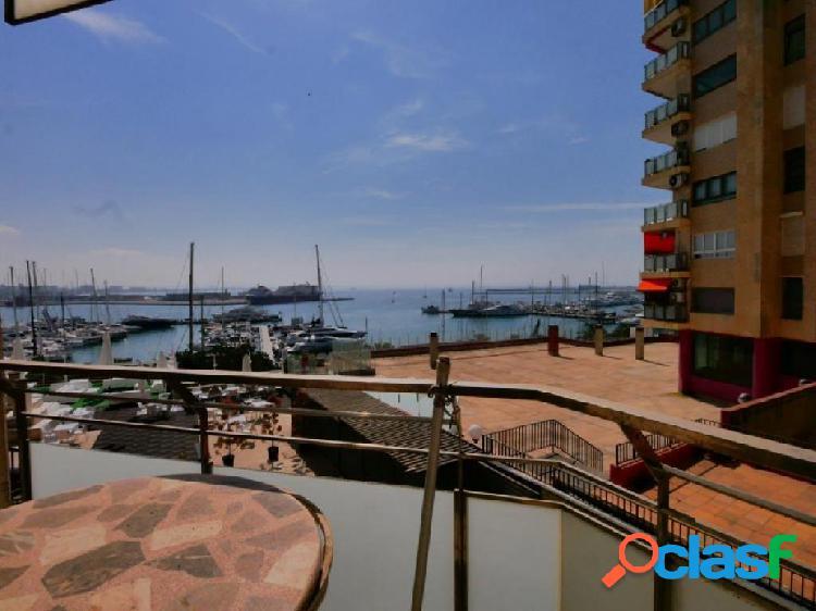 Piso con vistas al mar en Paseo Maritimo