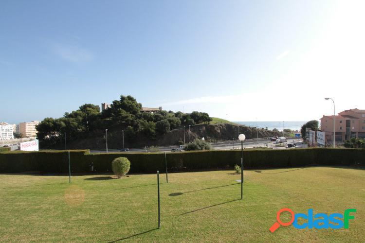 Piso con vistas al mar, parking y piscina