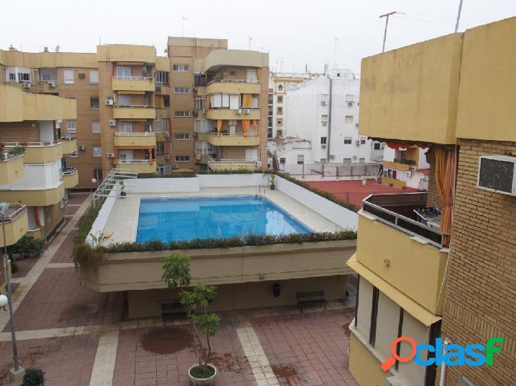 Piso de 3 dormitorios y 2 baños con piscina comunitaria en