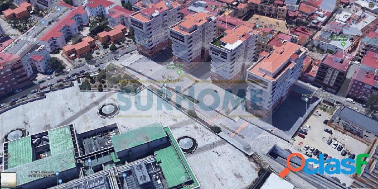 Piso de 3 habitaciones + plaza de garaje en Algeciras, Corte