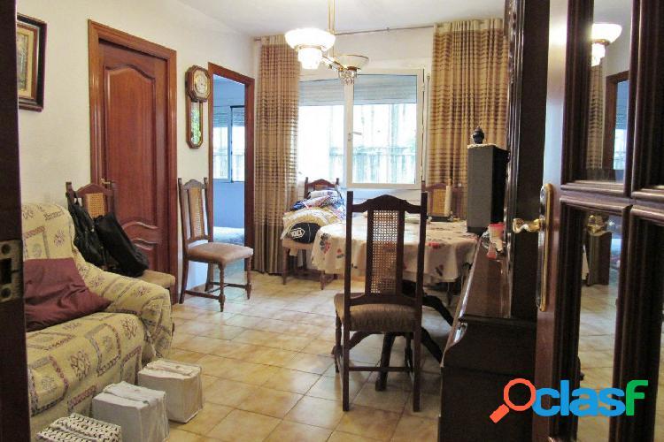 Piso en venta a reformar de 65m2 con 3 habitaciones en El
