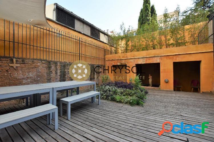 Piso en venta a reformar en calle Balmes con terraza de 50