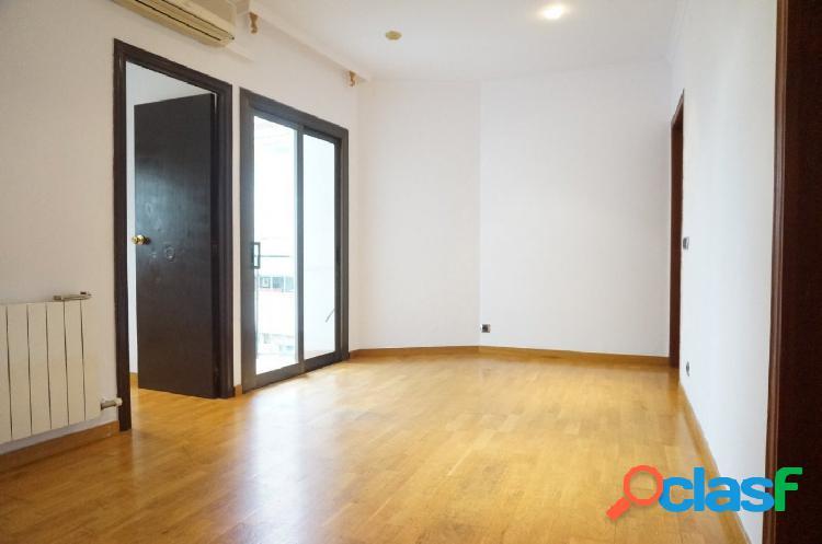Piso en venta de 67m2 con 3 habitaciones en Carrer Vidal i