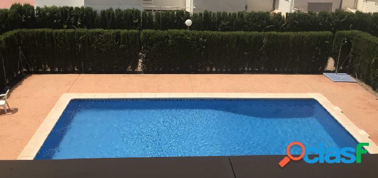 Piso sin amueblar con garaje, trastero y piscina en Los