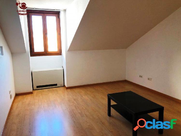 Precioso piso en buen estado de 136m2 con tres dormitorios,