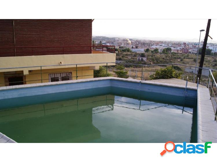 SIN NINGUNA COMISIÓN!! Chalet amplio con piscina y bonitas