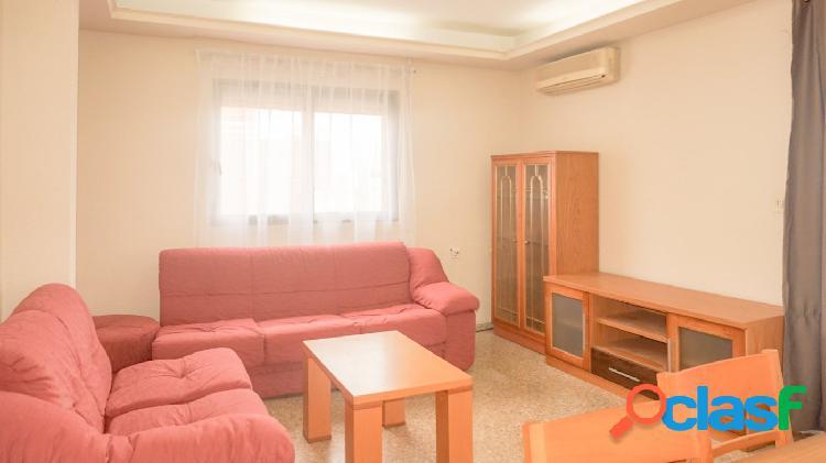 Se alquila piso de cuatro dormitorios en Puerto de Sagunto
