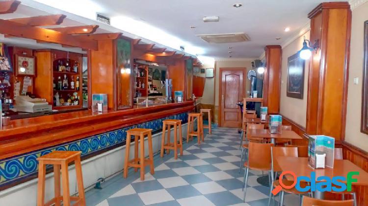 Se traspasa CAFÉ/BAR en el centro de Granada (calle