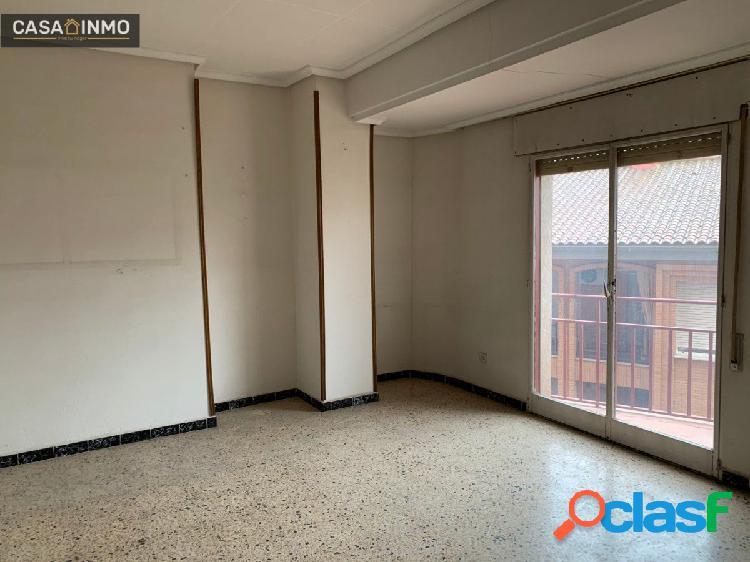 Se vende piso de 130 m2 para reformar en Avda. La Merced de