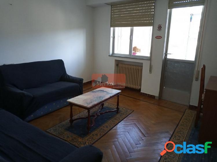 Se vende piso de cuatro dormitorios para reformar al lado