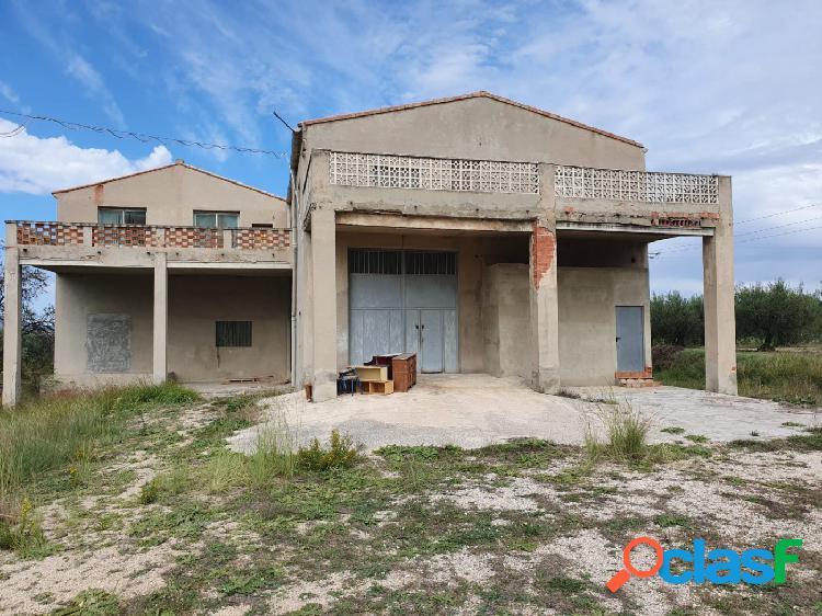 Terreno rustico y almacenes a la venta en Ontinyent.