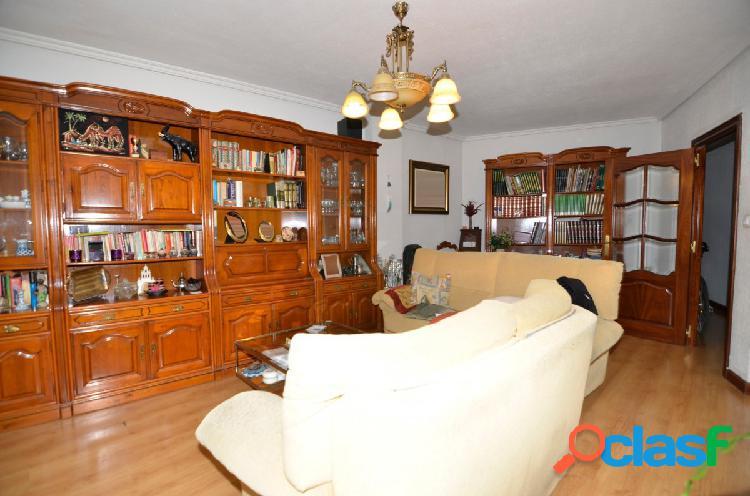 Urbis te ofrece un amplio y céntrico piso en Salamanca.