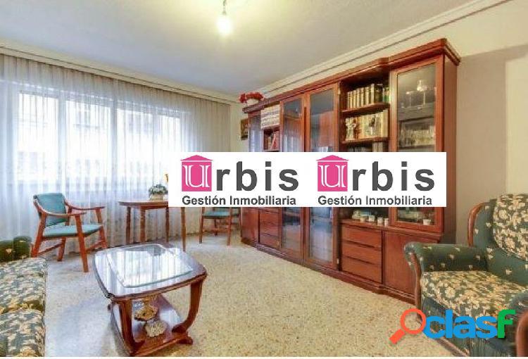 Urbis te ofrece un estupendo piso en venta en zona Salesas,