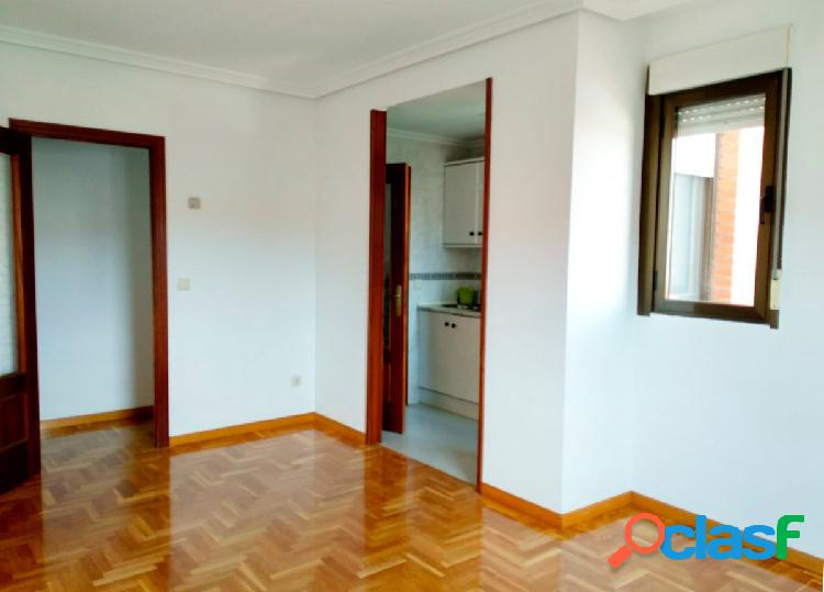 Urbis te ofrece un estupendo piso en zona Blanco, Salamanca.