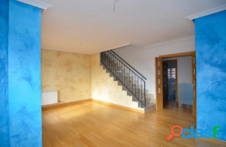 Urbis te ofrece un estupendo piso en zona El Canto,