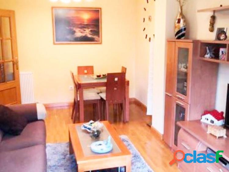 Urbis te ofrece un piso con garaje y trastero en zona Los