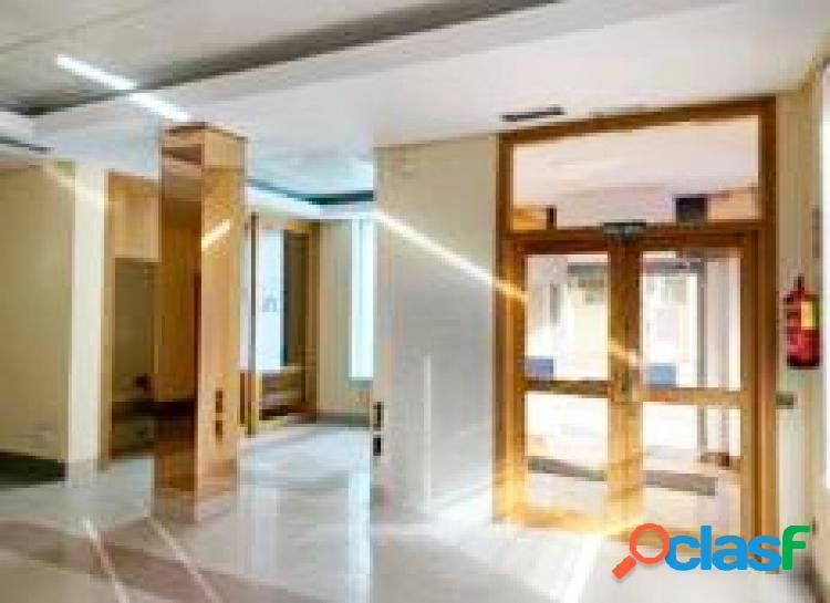 Urbis te ofrece una estupenda oficina en venta o alquiler en